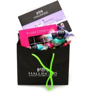 Oster-Geschenk-Set 1 Schokolade, 9er Trüffel und 20 Ostereiern für Ostern (519g) - Easter Bag Pink Purple (Genusstasche)