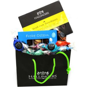Oster-Geschenk-Set 1 Schokolade, 9er Trüffel und 20 Ostereiern für Ostern (519g) - Easter Bag Blue Yellow (Genusstasche)
